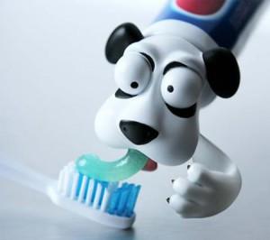 1260299872 toothpasteheads05 300x266 Забавные колпачки для зубной пасты