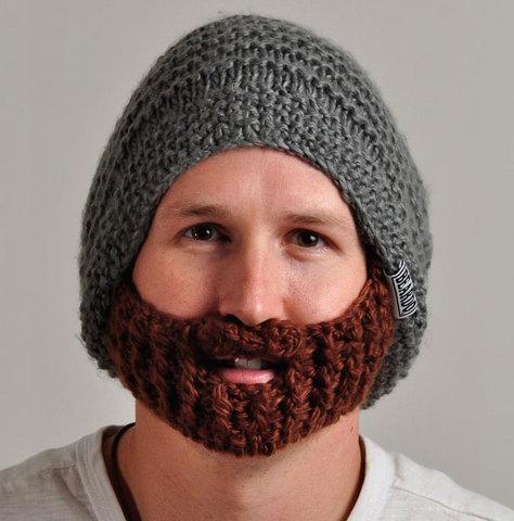 Вязанная шапка с бородой