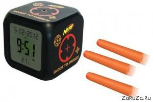 Nerf Black Shoot Alarm Clock 300x201 Необычный будильник. Естественно от Hasbro.
